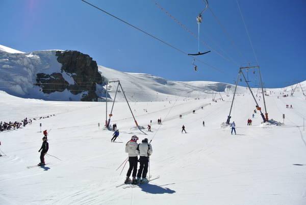 Surfare in estate. Le migliori località per lo sci estivo.